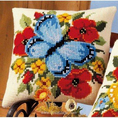 Coussin au point de croix fleurs et papillon bleu de Vervaco