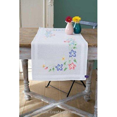 Chemin de table imprimé au point de croix en kit à broder en broderie traditionnelle fleura roses - fleur Vervaco