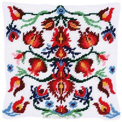 Kit coussin folklore fleuri de Vervaco au point de croix