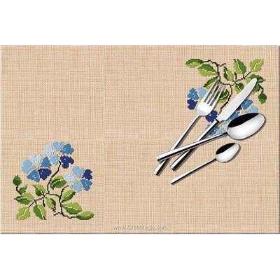 Set de table à broder au point de croix compté fleurs bleues - Luc Création