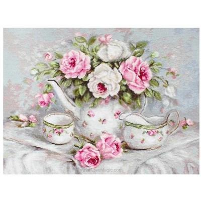 Broderie au point de croix compté service à thé en délicate porcelaine aux roses de Luca-S