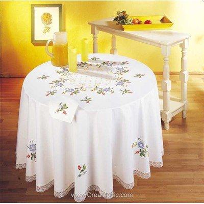 Nappe imprimée en broderie traditionnelle semis de fleurs de Margot Broderie