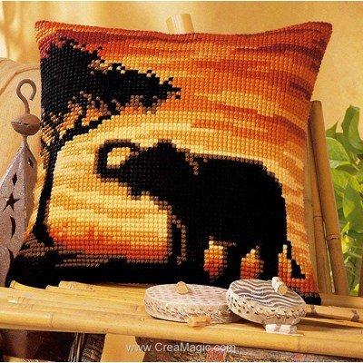 Kit coussin elephant d'afrique de Vervaco au point de croix