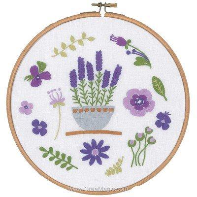 Broderie imprimée lavande et fleurs violette de Vervaco