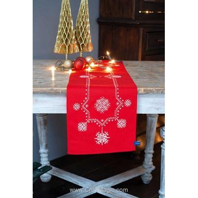 Kit chemin de table imprimé en broderie traditionnelle etoiles de noël blanches de Vervaco