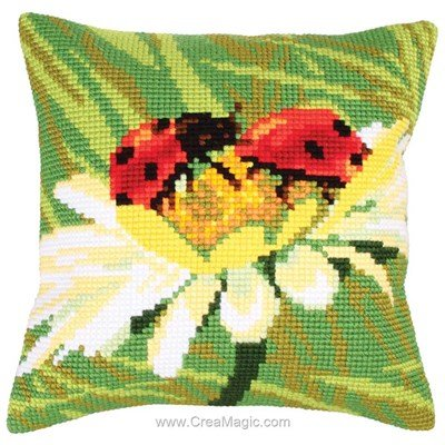Coussin coccinelle sur camomille au point de croix - Collection d'art