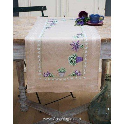 Chemin de table point de croix imprimé en kit lavande en pot et bouquet à broder en broderie traditionnelle - Vervaco