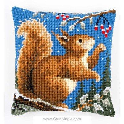 Coussin ecureuil en hiver de noel au point de croix Vervaco