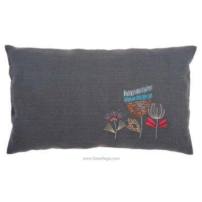 Coussin fleurs stylisés lite à broder en broderie traditionnelle imprimée Vervaco