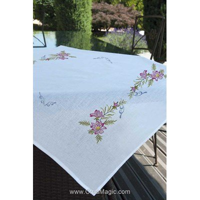 Nappe décors floral en broderie traditionnelle Brodélia