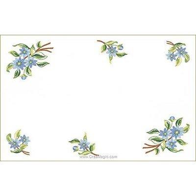 Kit napperon à broder en points de broderie fleurs azur de Luc Création