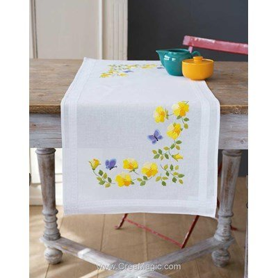 Chemin de table Vervaco en broderie traditionnelle fleurs d'or et papillons PN-0163025