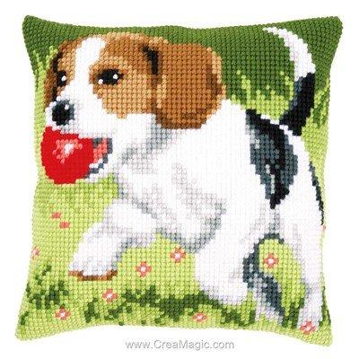 Coussin Vervaco au point de croix chien beagle et sa balle