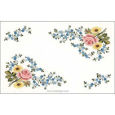 Napperon rose aquarelle à broder Luc Création à broder en broderie traditionnelle