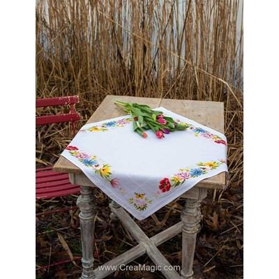 Nappe en kit à broder au point de croix compté multi roses colorées Vervaco