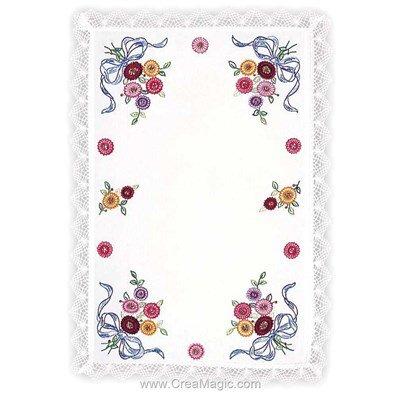 Kit napperon fleurs et ruban à broder aux points de broderie imprimée de Margot Broderie