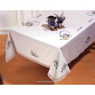 Nappe imprimée en broderie traditionnelle mes paniers fleuris - Montée dentelle - BrodArt