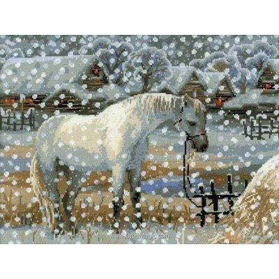 Le point de croix cheval blanc sous la neige de RIOLIS