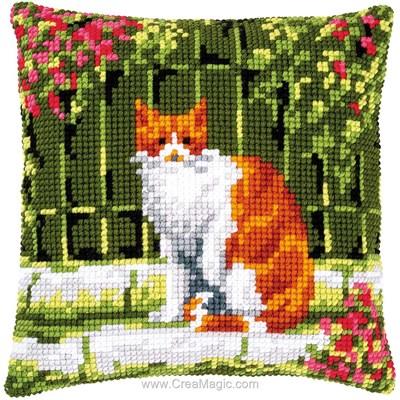 Coussin chat roux près de la clôture de Vervaco au point de croix