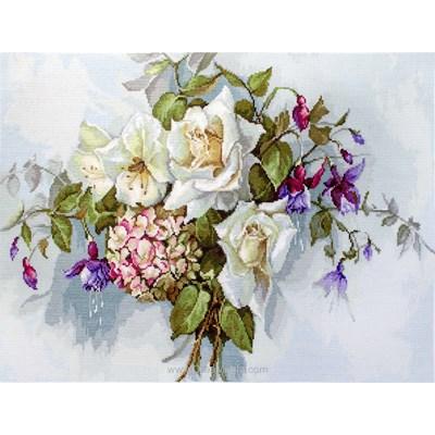 Broderie Luca-S bouquet de roses blanches et fuchsia