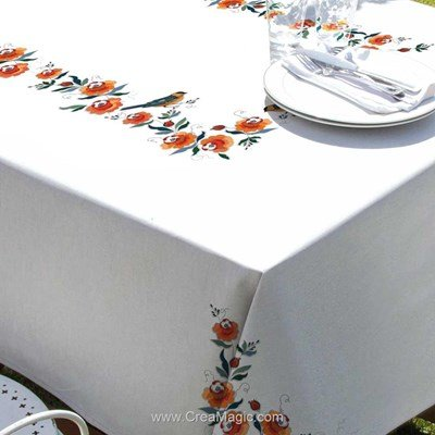 Serviette de table imprimée en broderie traditionnelle mésange dans les fleurs de Margot Broderie