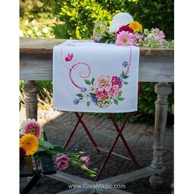 Kit chemin de table à broder au point de croix compte rêve fleuri Vervaco