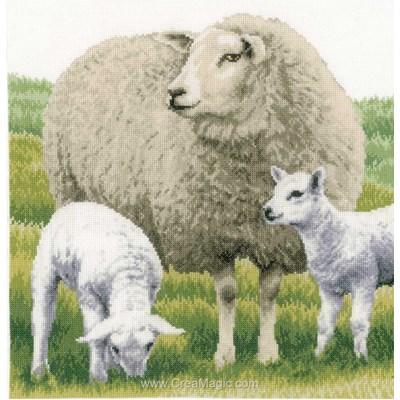 Kit à broder mouton et ses agneaux - etamine de Lanarte