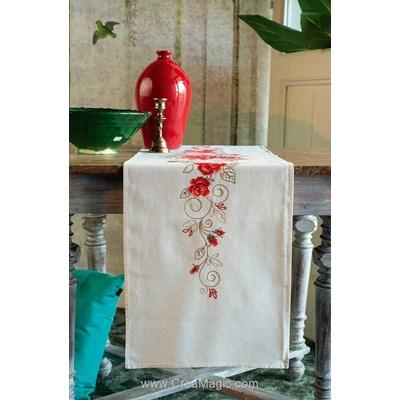 Chemin de table imprimé Vervaco arabesque rubis de roses à broder en broderie traditionnelle