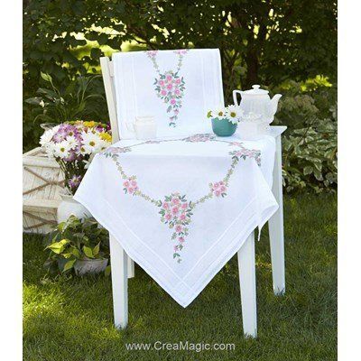 Chemin de table Duftin en broderie traditionnelle couronne fleuries blanc