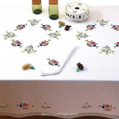Serviette de table paniers fleuris en broderie traditionnelle - Bordée dentelle - Luc Création