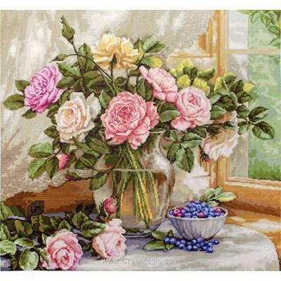 Bouquet de roses à la fenêtre tableau point de croix - Luca-S