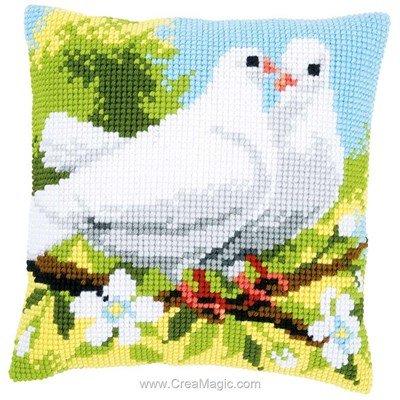Kit coussin Vervaco au point de croix ouple de pigeons blancs