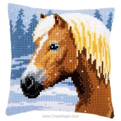 Coussin Vervaco cheval sous la neige au point de croix