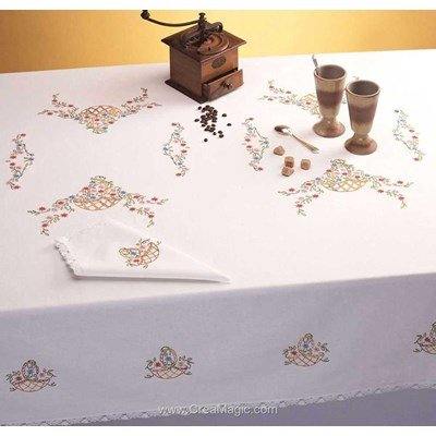 Nappe paniers fleuris en broderie traditionnelle - Bordée dentelle de Luc Création