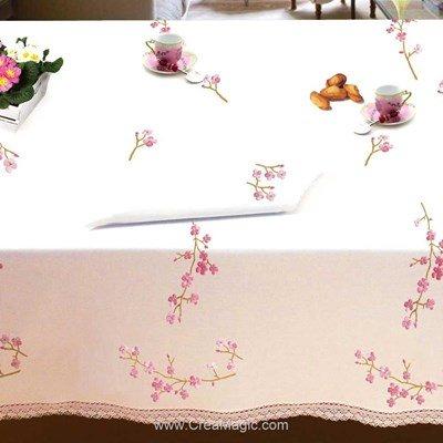 Serviette de table en broderie traditionnelle branche de cerisier - Bordée dentelle de Luc Création