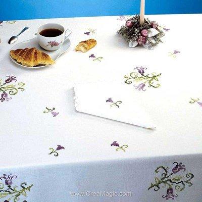 Serviette de table en broderie au point de croix imprimé violine - Bordée dentelle - Luc Création
