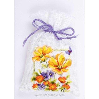 Sachet senteur à broder fleurs de printemps de Vervaco