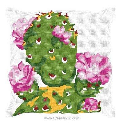 Kit coussin cactus au fleurs roses de Luc Création au demi point