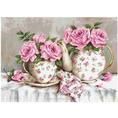 Broderie point compté théière et tasse en porcelaine aux roses de Luca-S