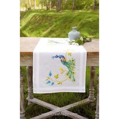 Chemin de table en broderie traditionnelle le paon et les fleurs Vervaco