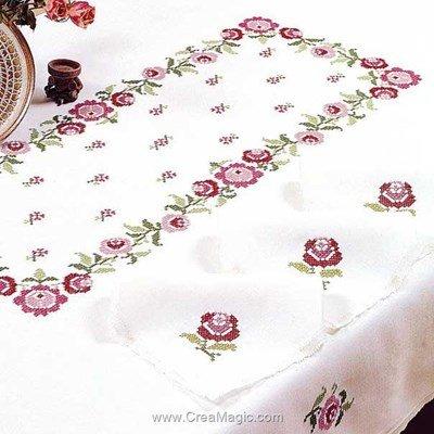 Serviette de table en broderie au point de croix imprimé bagatelle roses de Margot Broderie