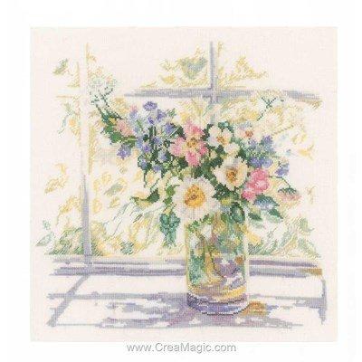 Douceur fleurie à la fenêtre kit broderie de Lanarte au point de croix