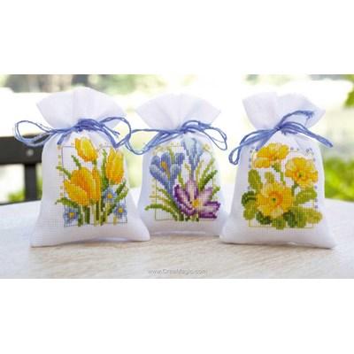 Sachet de senteur fleurs printanières - lot 3 à broder de Vervaco
