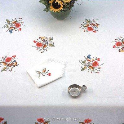 Serviette de table imprimée en broderie traditionnelle les oiseaux - Bordée dentelle de Luc Création