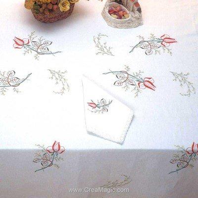 Serviette de table imprimée en broderie traditionnelle boutons de rose - Bordée dentelle de Luc Création