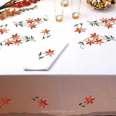 Serviette de table imprimée petites fleurs en broderie traditionnelle - Bordée dentelle - Luc Création
