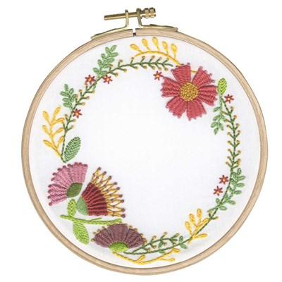 Kit broderie traditionnelle fleurs d'automne de DMC