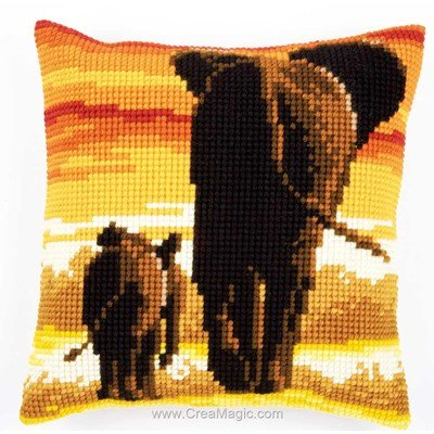 Coussin eléphants du safari de Vervaco au point de croix