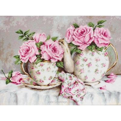 Théière tout en roses modèle au point de croix - Luca-S