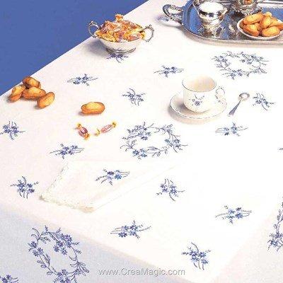 Serviette de table en broderie traditionnelle petites fleures bleues - Bordée dentelle - Luc Création